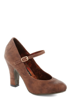 corner office heel in chocolate (modcloth)