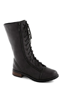 zip right up boot in black (modcloth)