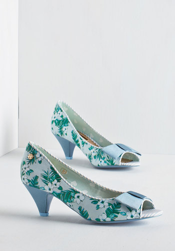 The sky\'s the limit with these blue wedding shoes | Offbeat Bride