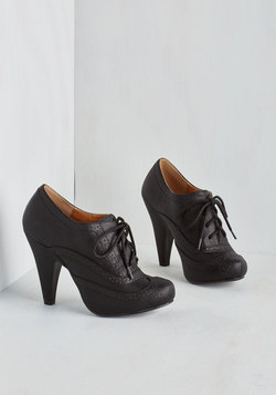 Flying First-Sass Heel in Black