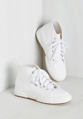 lets take a peek at some of our favorite most comfortable ist wedding sneakers