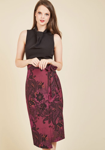 Sleek Supervisor Sheath Dress in Paisley