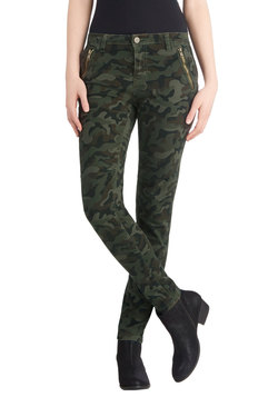 take the day train pants in camo (modcloth)