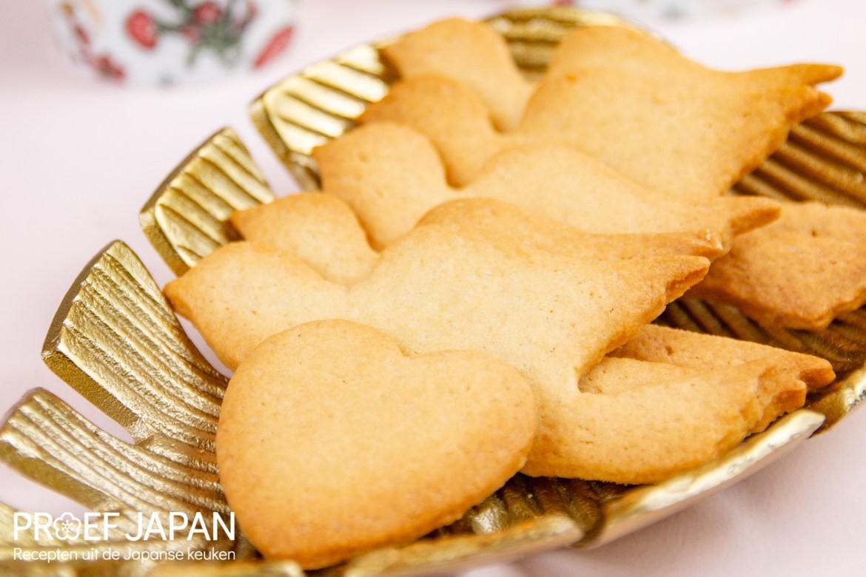 Traditionele, Japanse boterkoekjes in de vorm van een duif (hato sable).