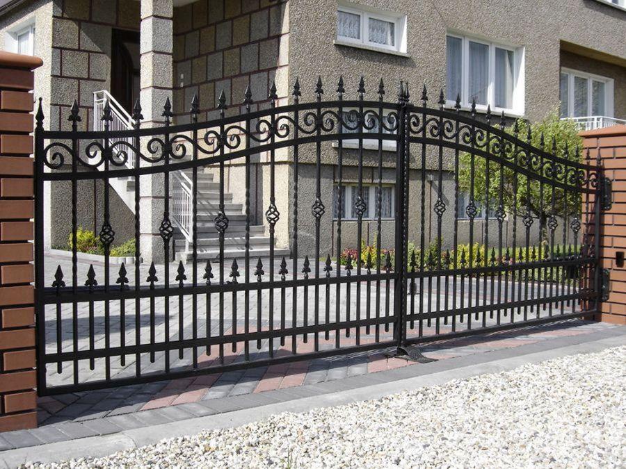 Ворота из металла: разновидности и особенности