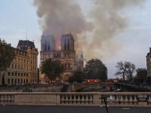 Notre Dame de Paris en feu