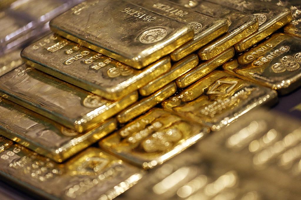 Золото растёт на фоне напряженности в США и Китае; установить для второго ежемесячного прироста