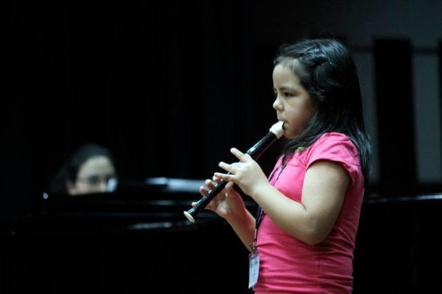 Lia tocando en recital de solistas del 30mo. Festival (foto: Sergio Aguilar para la ASP).