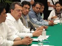 En medio de protestas por el caso Iguala, Ángel Aguirre se va del Gobierno guerrerense.