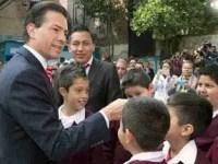 Peña va a primaria y anuncia inversión para 13 mil 900 escuelas.