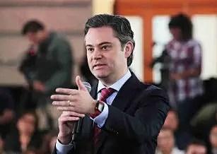 Será como traje a la medida la estrategia de capacitación y formación profesional a los maestros, aseguró Aurelio Nuño Mayer