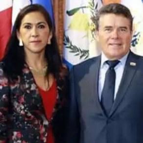Maria Elena de la Cruz Alcudia, dirigente de la Sección 29 del SNTE, y Juan Díaz de la Torre líder del magisterio nacional