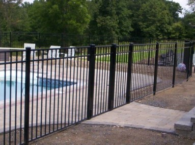 OnGuard's Starling is available with a wide vatiety of gate widths. This is an 8 foot wide, straight top double gate. All gates come with adjustable self-closing hinges so your enclosure will meet the code.