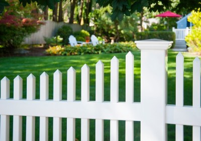 Scalloped top Classic Victorian picket fence with a 5x5 post and an Illusions New England post cap.