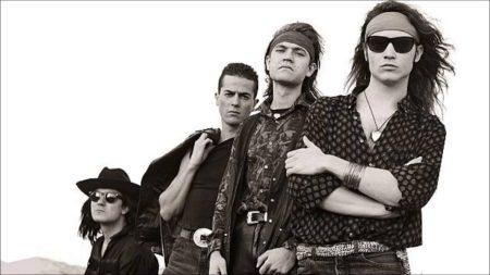"""Foto de la portada del álbum """"Senderos de traición"""", de Héroes del silencio, con Enrique Bunbury al frente"""