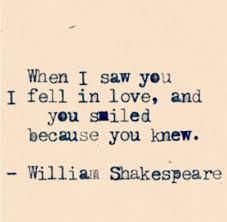 """""""Cuando te vi me enamoré, y sonreiste porque lo sabías."""""""