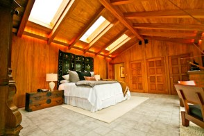 WA Greater Seattle Area House Over 8,000 sq-ft Entertaining Home Perfect For CEO, Microsoft, Athlete, Celebrity, Tropical Resort Paradise with Tropical Climate, In-ground Pool, Grotto, Spa, Sauna, Shower Room, Lounge, Organic Orchards, Tropical Fruit, Exotic African Woods, Massage Studio Area, Library in Mercer Island, WA 98040