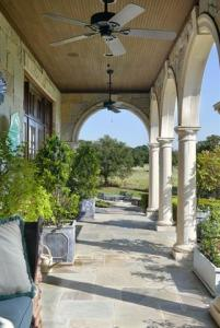 BASEBALL LEGEND KENNY ROGERS SELLING HIS $13M TEXAS HOME