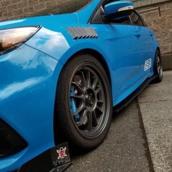 Ford Focus with Professional Awesome Racing Fender Vents 1