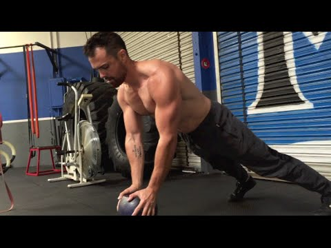 Kettlebell Snarl For Fleshy Loss – Intermediate