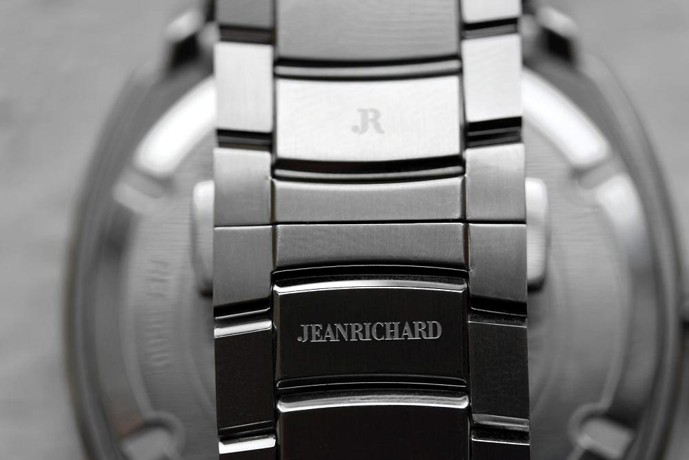 JeanRichard Terrascope bracelet detail