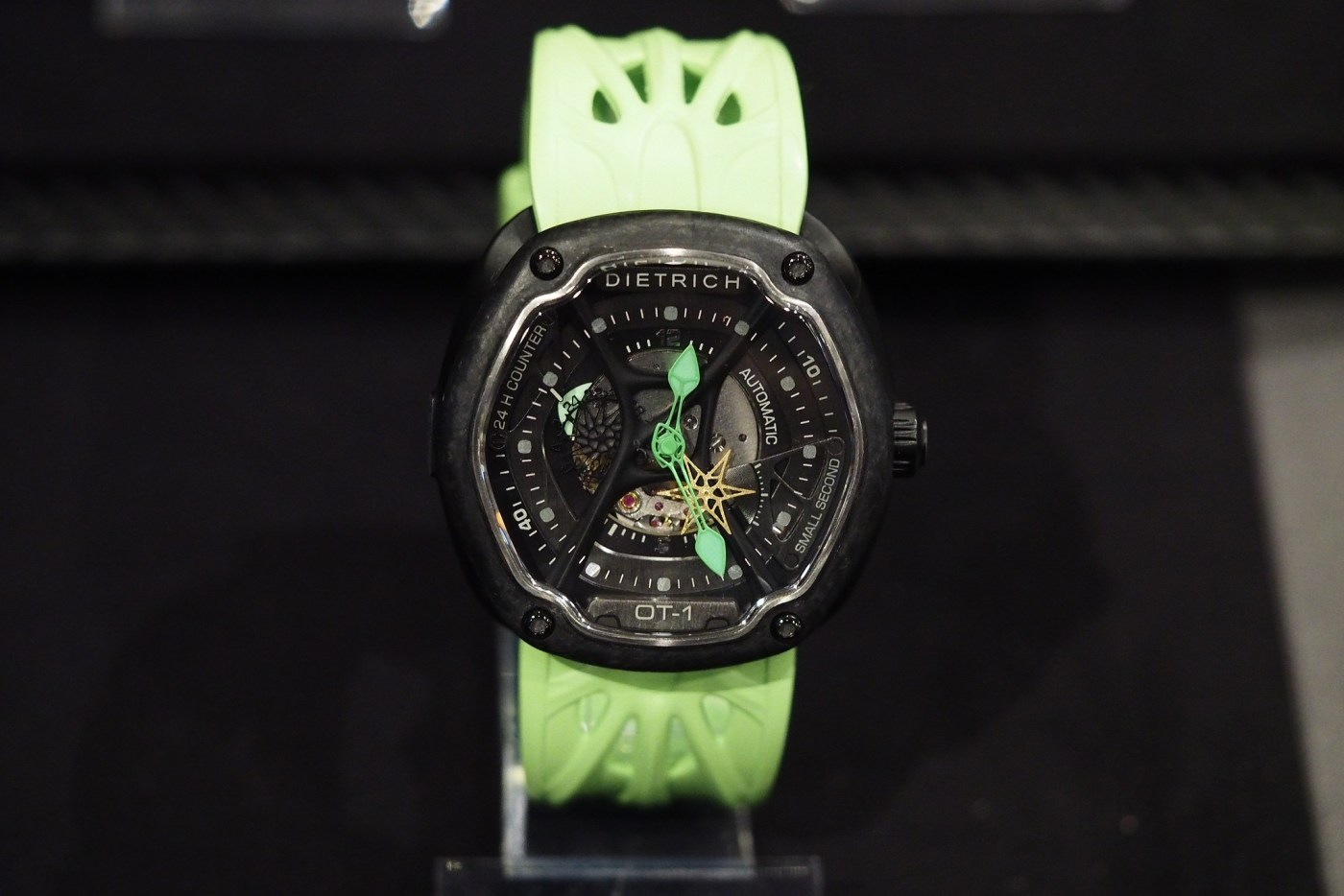 Dietrich O.Time-4 with Forged Carbon bezel