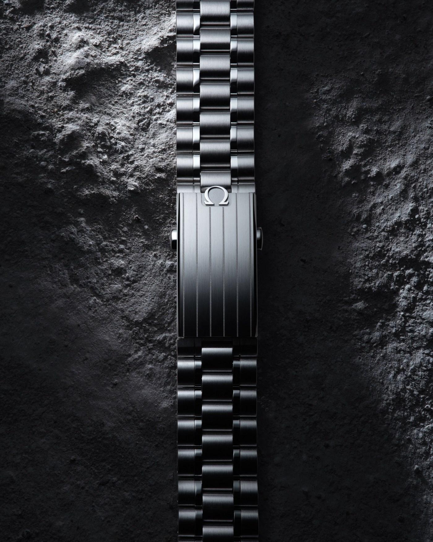 "2021 Omega Speedmaster Professional Moonwatch ""Master Chronometer"" bracelet"