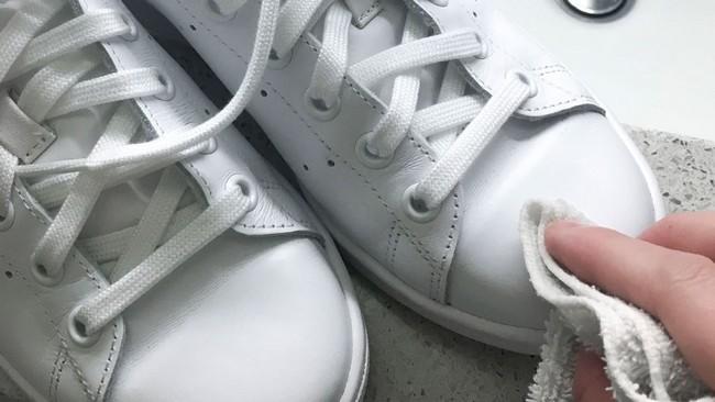 cara-mencuci-sneackers