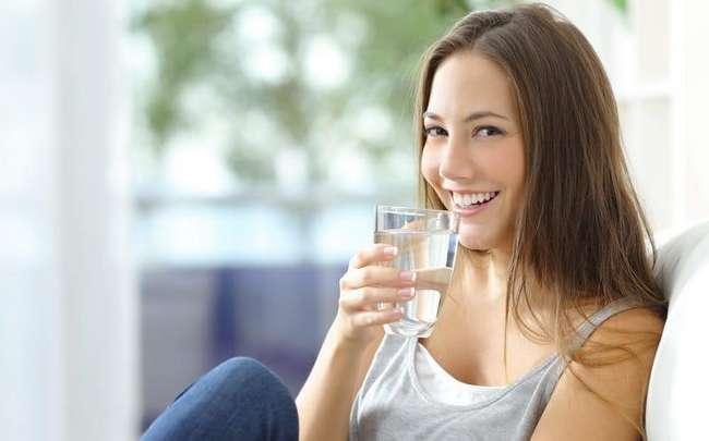minum air kosong untuk kulit lebih tegang