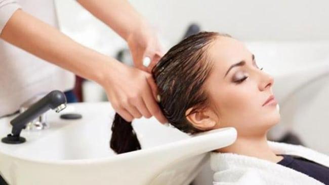 Selain Cara Mengatasi Masalah Bau Rambut dan Kusut