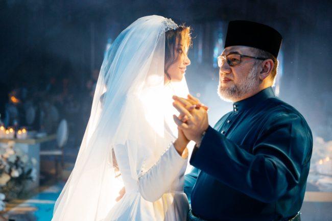 sultan muhammad v menari bersama isterinya