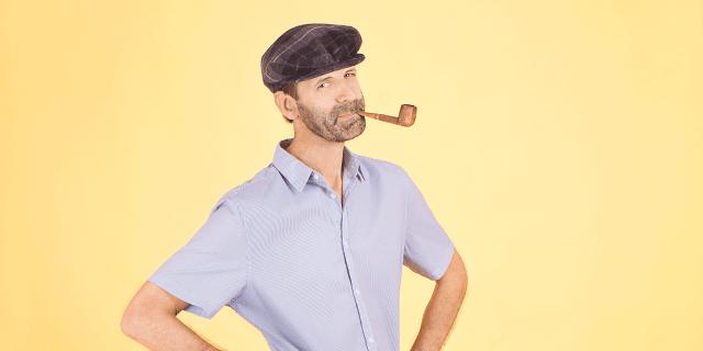 Bart met pet en rook pijp