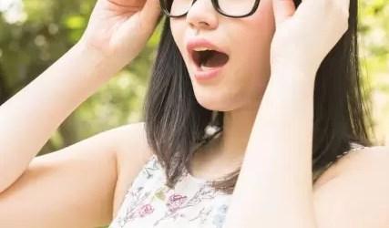 度のないメガネを掛けたプロフィール写真