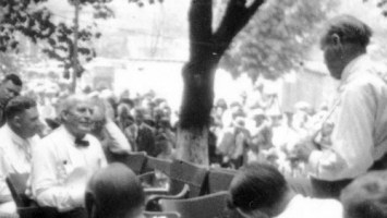 Darrow examines Bryan at 1925 Scopes Monkey Trial