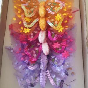 Caixa com 6 borboletas de 12cm largura c/mola