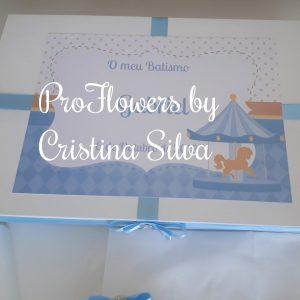 Caixa madeira personalizada com vela, concha e toalha