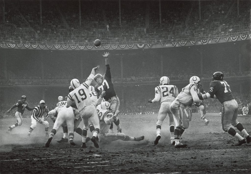 Johnny Unitas comanda o Baltimore Colts na final da NFL em 1958