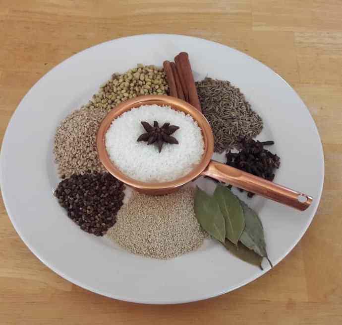 Goda Masala Recipe / How To Make Classic Maharashtrian Spice Mixture