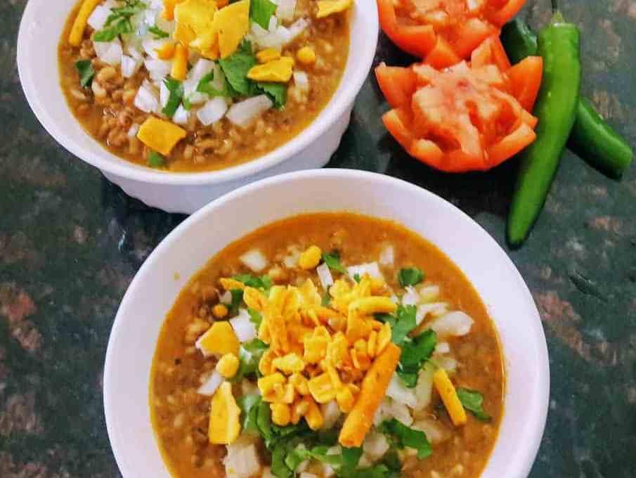 Misal Pav Recipe – Indian Breakfast Chat – Instantpot