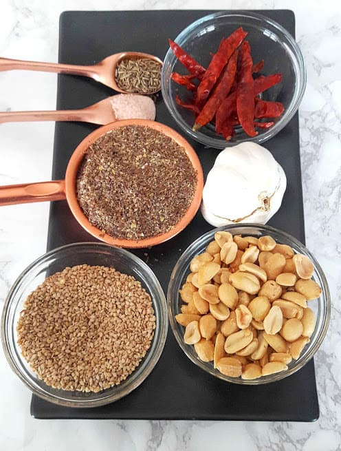 All the ingredients needed to make Flaxseed Garlic Dry Chutney