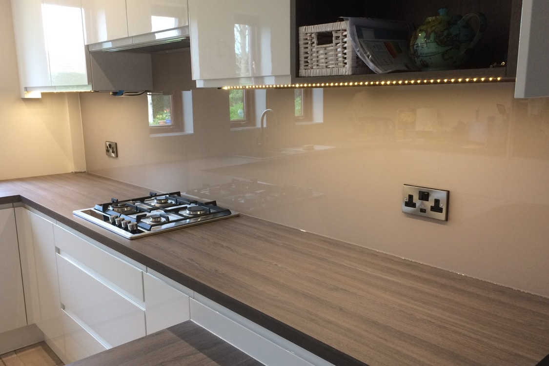 Kitchen Glass Splashback Finished In Farrow Amp Ball Dead Salmon