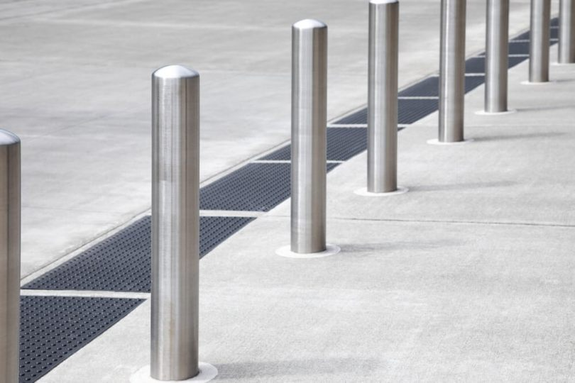 How to Select the Right Steel Bollards?