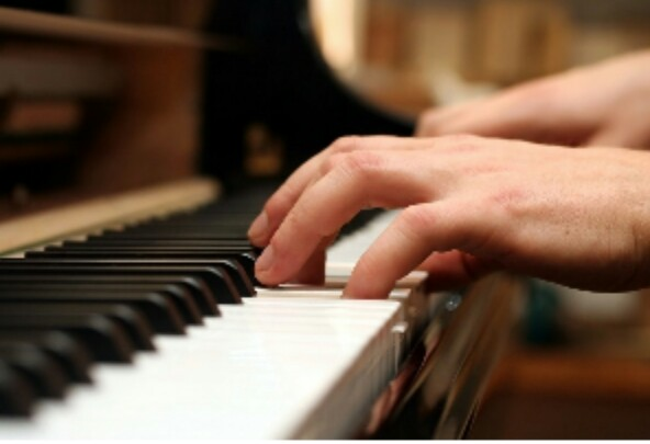 Learn To Play a Keyboard for Beginners