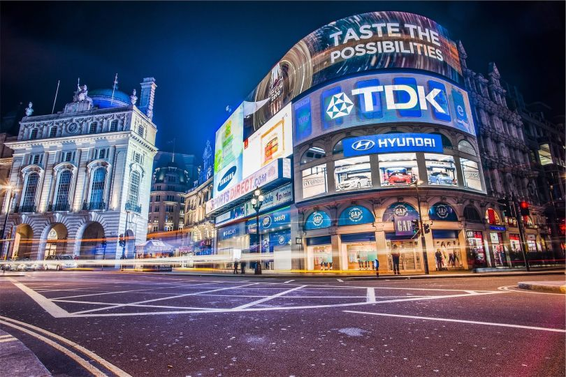 6 BENEFITS OF DIGITAL SIGNAGE AT RETAIL STORES IN AUSTRALIA