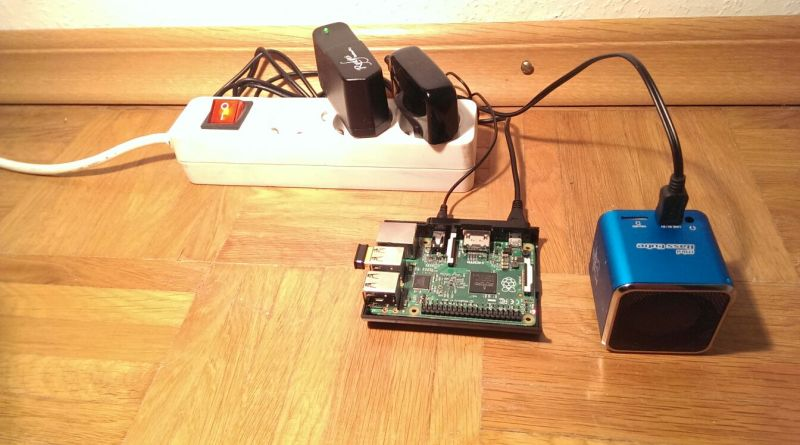 Here you can see the finished Raspberry Pi internet radio without a case.
