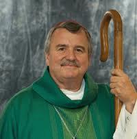 El obispo católico de Chicago, John Manz, que está de visita en Cuba