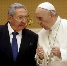 President Raúl Castro and Pope Francis in May 2015.