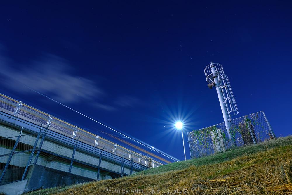 夜空と光跡の写真淀川にて