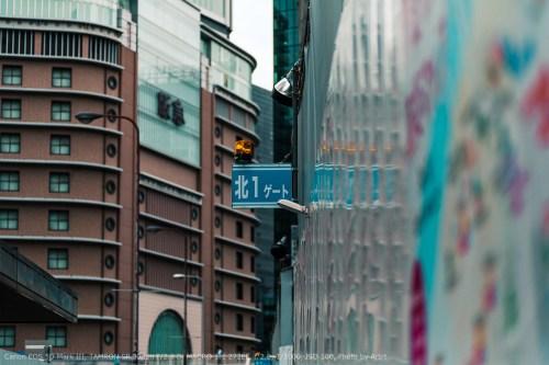 大阪梅田阪神百貨店横の工事現場にある北1ゲートという表示