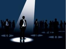 Het spotlighteffect: wat het is en hoe je er minder last van kunt hebben
